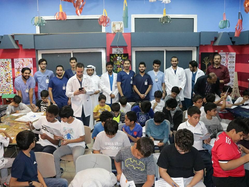 تنظم حملة توعية طبية لطلاب المرحلة العليا بحضور سعادة المشرف العام على المدارس الأستاذ عبد الرحمن المجلي