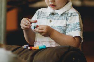 الطفل المبدع يوجد لديه بعض السمات التي تدل أن لديه ميول إبداعية