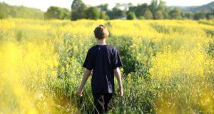 المراهقة هى العمر الفاصل بين الطفولة و الرشد ، و هى فترة متقلبة و صعبة تمر علي الإنسان و تكون بمثابة الأختبار الأول له